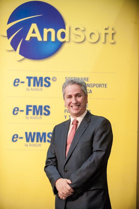 Victor Vilas en stand Logistics 2013